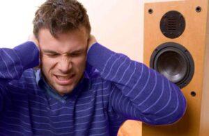 zumbido-en-el-oído-al-escuchar-música-a-volumen-alto